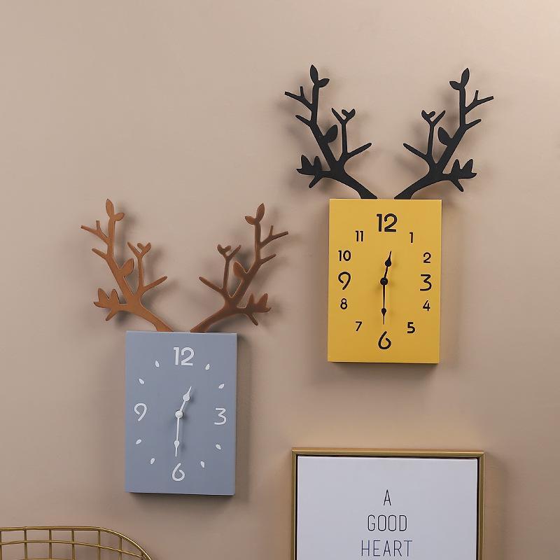 Đồng hồ treo tường bằng gỗ hình sừng hươu độc đáo phong cách Bắc Âu