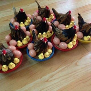 Ổ gà mẹ , gà con và trứng