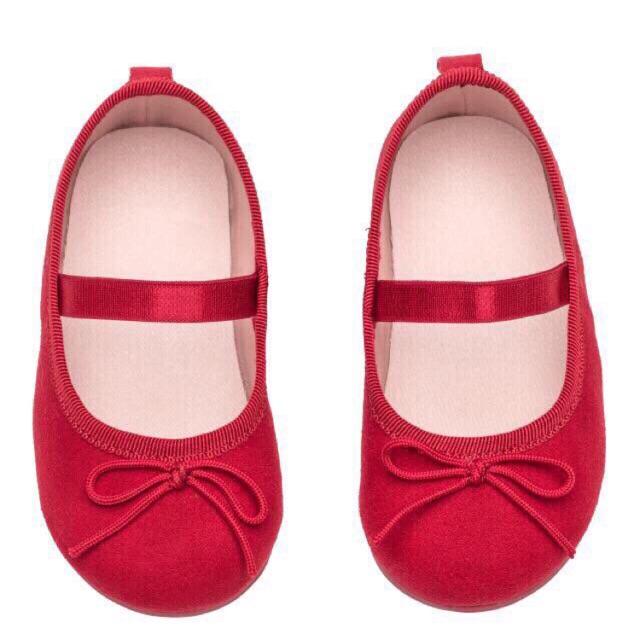 Giầy HM bé gái màu đỏ siêu đẹp - 2501008 , 802506622 , 322_802506622 , 190000 , Giay-HM-be-gai-mau-do-sieu-dep-322_802506622 , shopee.vn , Giầy HM bé gái màu đỏ siêu đẹp