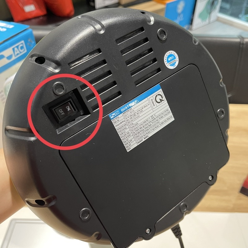 Quạt sạc AC ARF03D123 công suất 30W có tích hợp cổng sạc USB cho các thiết bị di động (2 bình x 4500mAh)