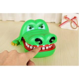 Đồ chơi khám răng cá sấu cắn tay loại to cho bé | Squishyvui