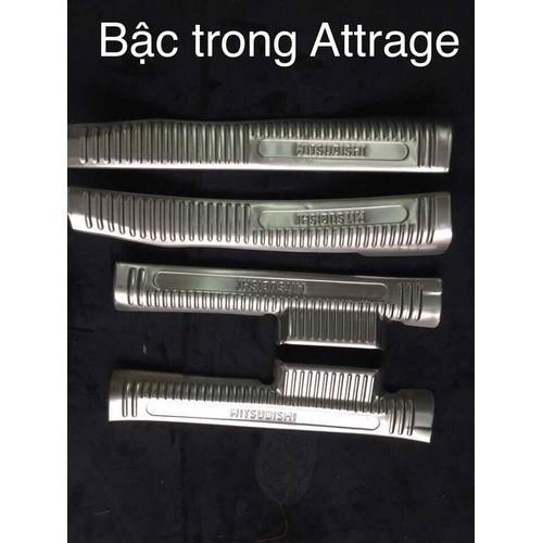Ốp bậc trong xe Attrage