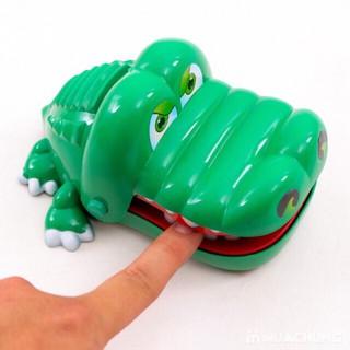 Cá sấu cắn tay- khám răng cá sấu mã LC4630