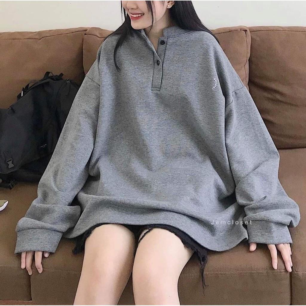 Áo sweater xám cúc cổ form rộng