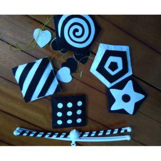 Bộ đồ chơi treo nôi treo cũi đen trắng cho bé sơ sinh (mẫu 2)
