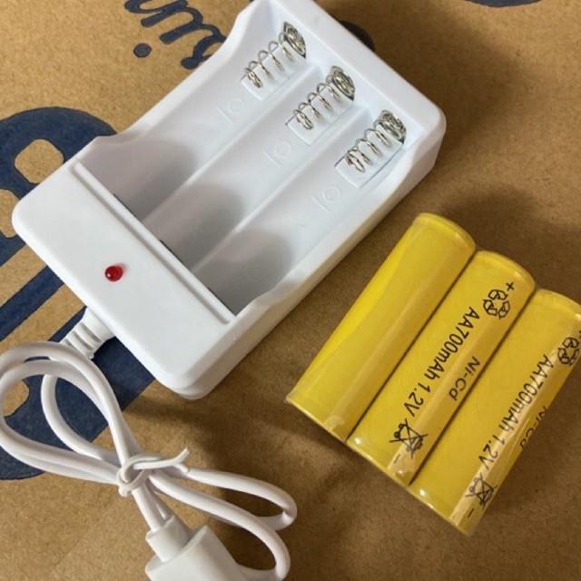 Combo sạc và 03 pin sạc AA dùng cho: đèn pin, đồ chơi, micro karaoke,…