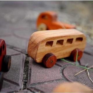 Xe bus đồ chơi bằng gỗ cho bé vừa hấp dẫn vùa an toàn thậm chí có thể gặm nhấm