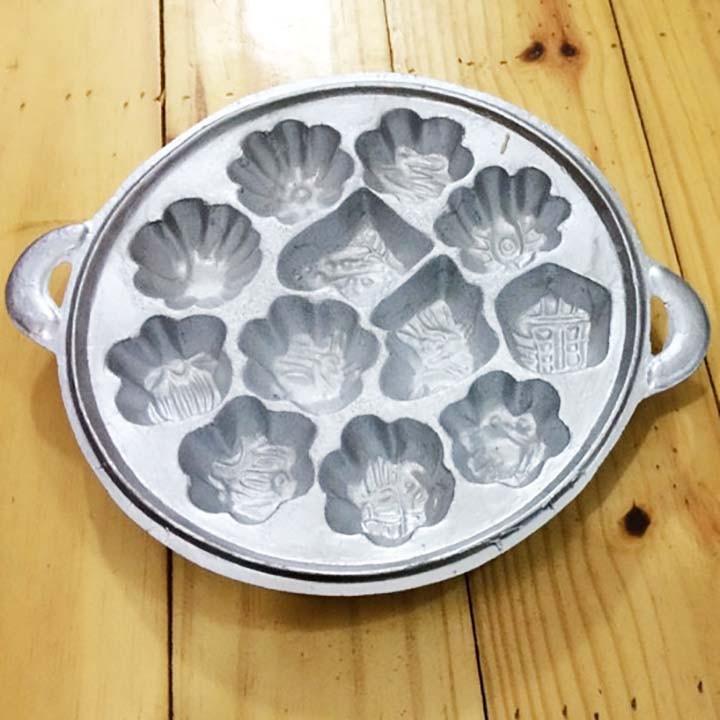 Khuôn làm bánh bông lan tạo 12 hình tiện dụng