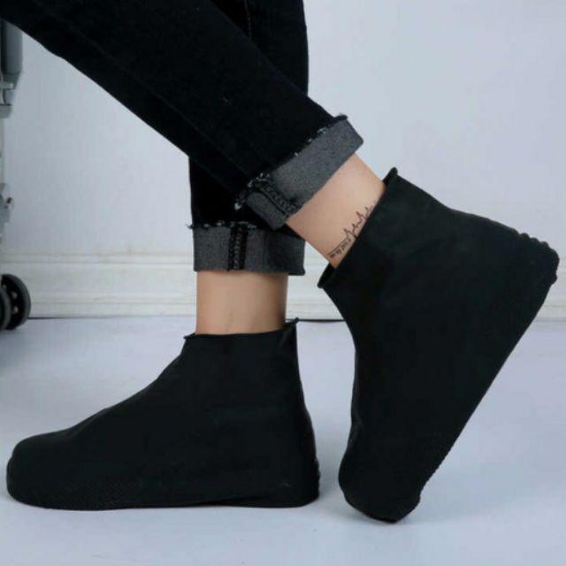 Bọc giày đi mưa- bảo vệ đôi giày bạc triệu cho bạn