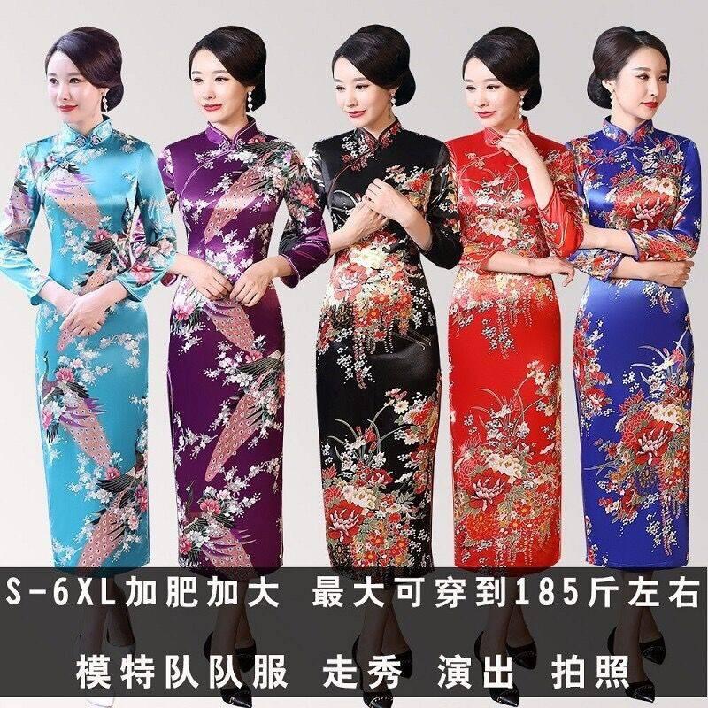 ชุด cheongsam ปรับปรุงยาวนกยูงชุด cheongsam เซ็กซี่วัยกลางคนแคทวอล์แสดงชุด cheongsam แขนยาว