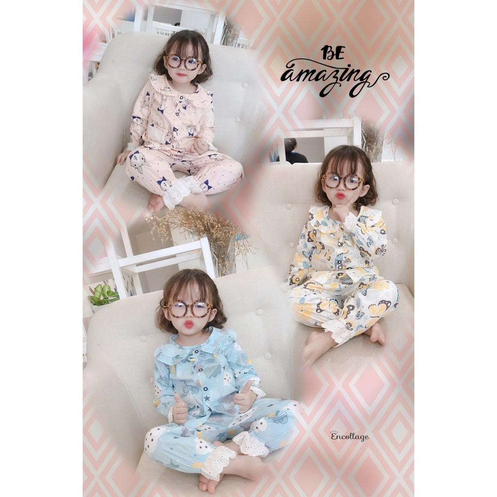 Bộ pijama thô lụa dài tay viền ren cổ bèo in hình cho bé gái