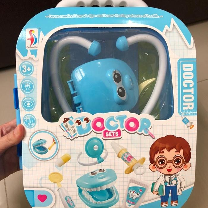 Vali đồ chơi bác sĩ cho bé gái