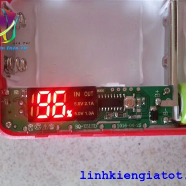 Box sạc dự phòng 5 pin hiển thị led 7 V4 (không pin)