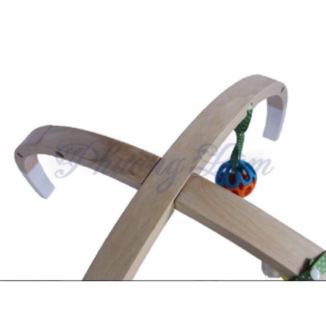 Kệ treo đồ chơi cho bé bằng gỗ
