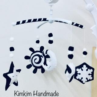 Treo nôi đen trắng kích thích thị giác – bông tuyết