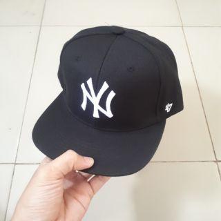 Mũ Snapback NY đen trắng