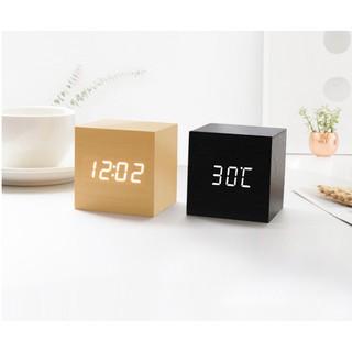 Đồng hồ gỗ để bàn, đèn led, hình lập phương
