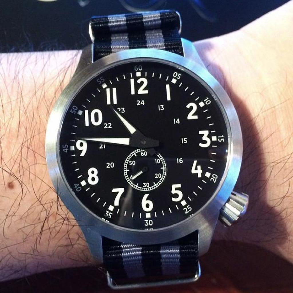 Watch OVERWRIST สายนาฬิกา Nylon Nato Strap black and grey jamebound 22mm สายนาโต้  ( สีเทาำ  )atch OVERWRIST สายนาฬิกา N
