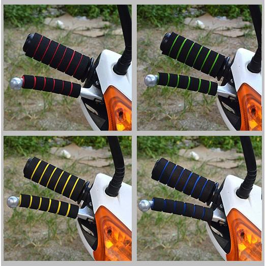 Set bọc tay lái/tay phanh xe mô tô làm bằng mút xốp có độ co giãn cao