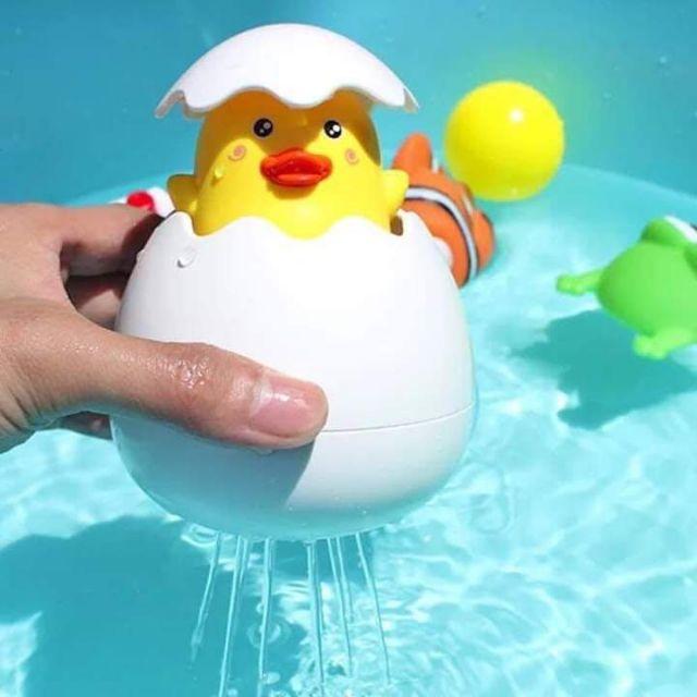 Đồ chơi trứng vịt tự nở cho bé tắm