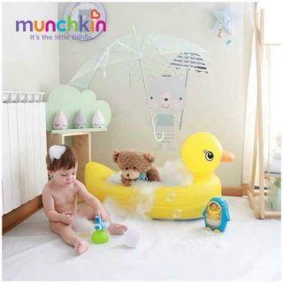 Bồn tắm phao Munchkin hình vịt đáng yêu cho bé thumbnail