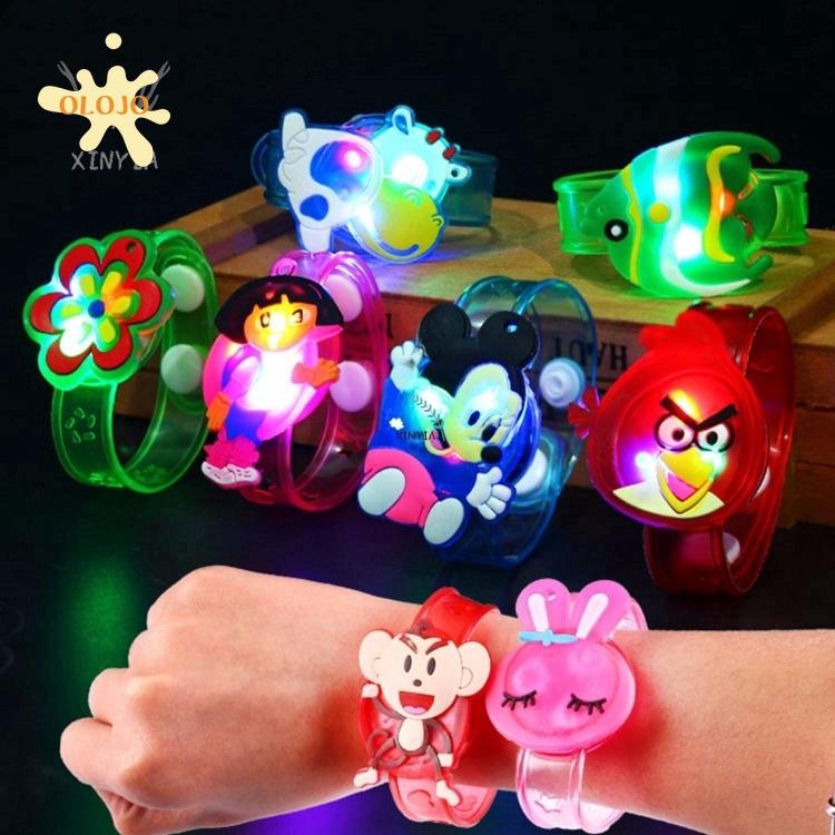 Vòng tay gắn đèn led thiết kế dễ thương cho trẻ em