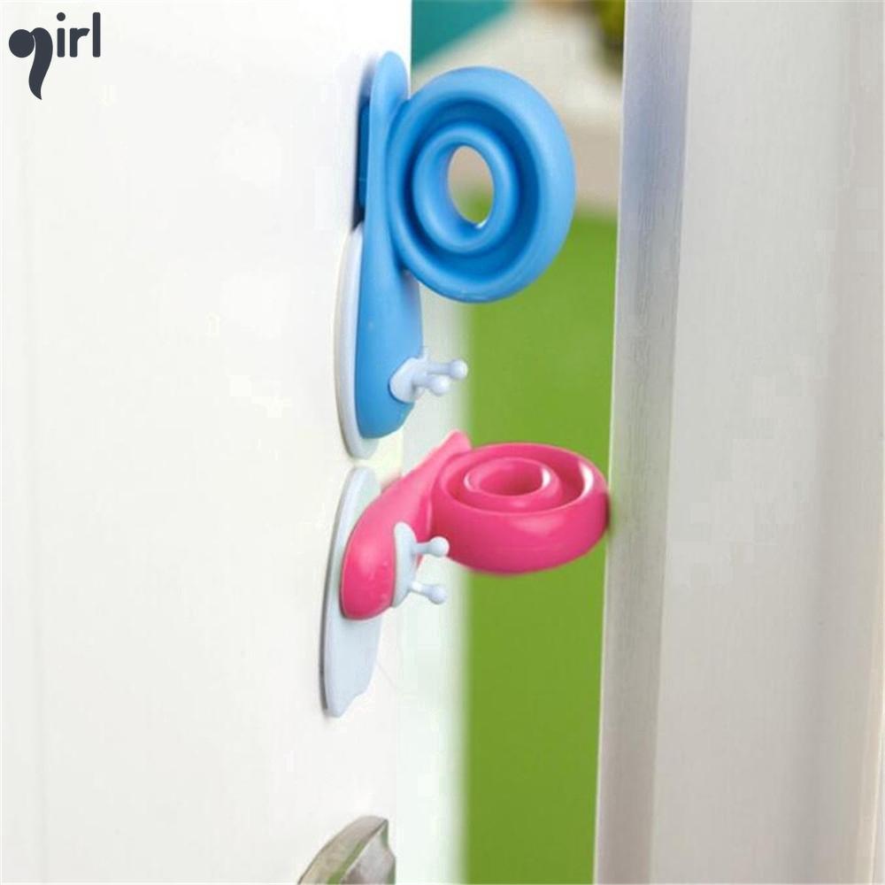 Cửa chắn gió nhựa màu sắc tươi sáng an toàn cho bé