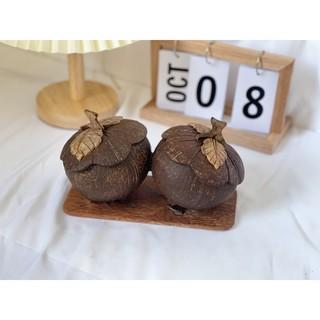 Đôi bí ngô đựng bánh kẹo làm từ gáo dừa