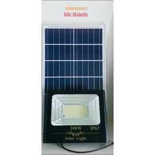 Đèn pha 200w năng lượng mặt trời