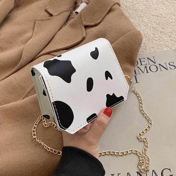Túi dáng vuông nhỏ nhắn họa tiết bò sữa mới lạ C926