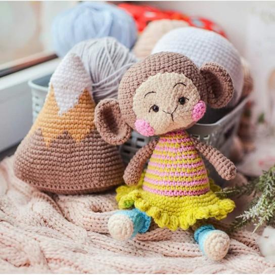Bạn khỉ nhỏ mặc váy len xinh cho bé