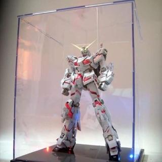 Đồ chơi hộp trưng bày mô hình Gundam kích thước 26 x 25 x21,5 kèm Led.