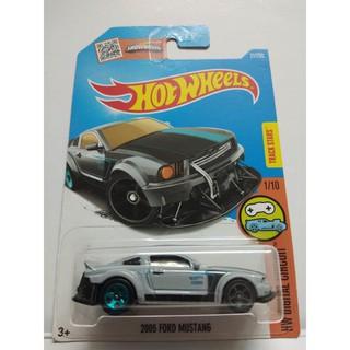 Xe Mô Hình Chính Hãng HotWheels – 2005 Ford Mustang