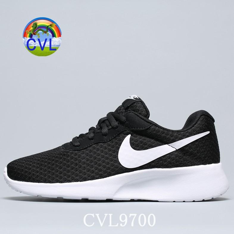 (Giày Hàng Đầu) NIKE TANJUN ROSHERUN Giày chạy bộ Olympic nhẹ và thoáng khí 812655-011 Đen Trắng Oreo