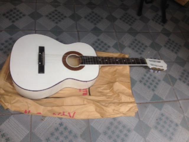 Combo guitar S45 màu trắng, vàng. Kèm bao đựng và dây dự phòng
