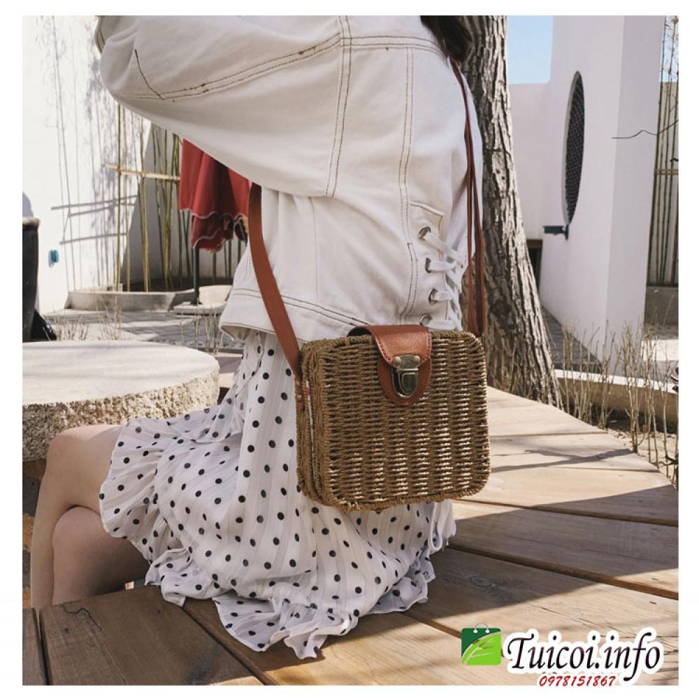 Túi cói hộp vuông đeo chéo thời trang pha lẫn cổ điển