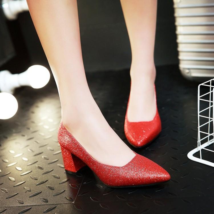 【จัดส่งฟรี】ล็กชี้หนากับรองเท้าส้นรองเท้าแต่งงานสีแดง 40-45 รองเท้าเจ้าสาวขนาดใหญ่