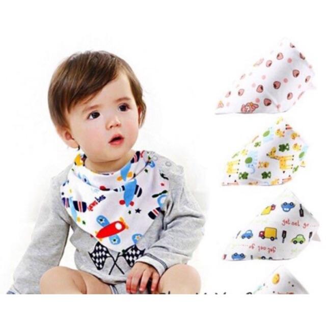 Yếm tam giác có cúc bấm cho bé (giao mẫu ngẫu nhiên)