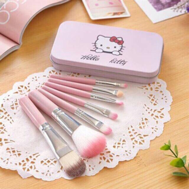 Bộ cọ trang điểm Hello Kitty 7 cây hộp thiếc - 3433001 , 1300095132 , 322_1300095132 , 70000 , Bo-co-trang-diem-Hello-Kitty-7-cay-hop-thiec-322_1300095132 , shopee.vn , Bộ cọ trang điểm Hello Kitty 7 cây hộp thiếc