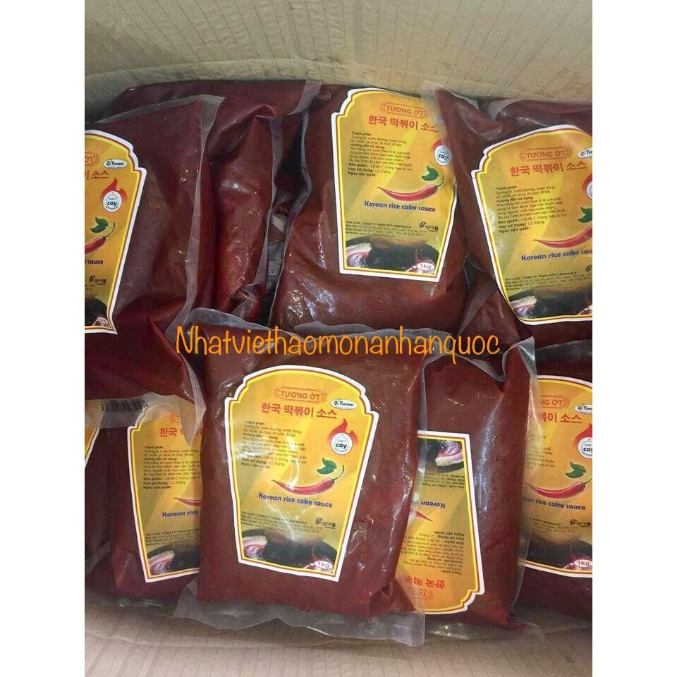 Sốt ớt sẵn nấu tokbokki bánh gạo xào cay Hàn Quốc 1kg - 3537585 , 990133128 , 322_990133128 , 140000 , Sot-ot-san-nau-tokbokki-banh-gao-xao-cay-Han-Quoc-1kg-322_990133128 , shopee.vn , Sốt ớt sẵn nấu tokbokki bánh gạo xào cay Hàn Quốc 1kg