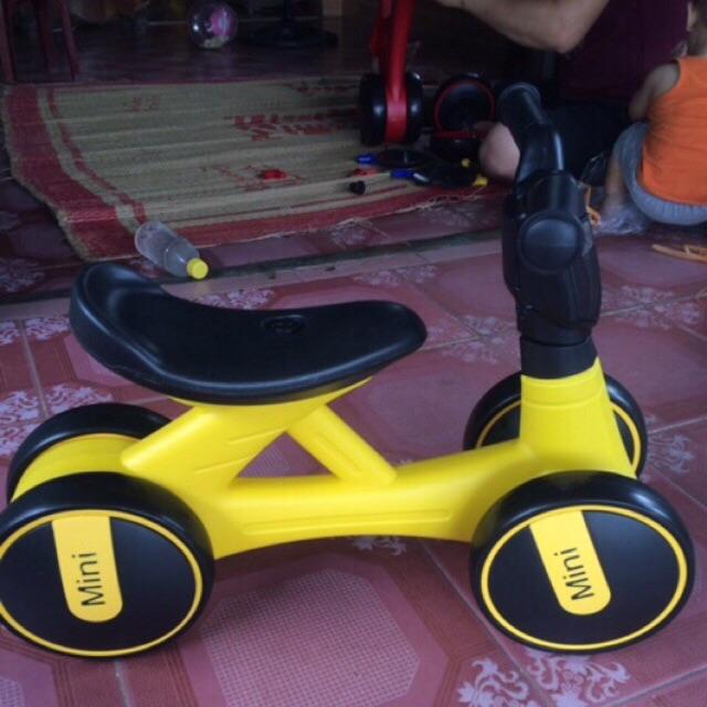 Xe chòi chân, xe thăng bằng cho bé
