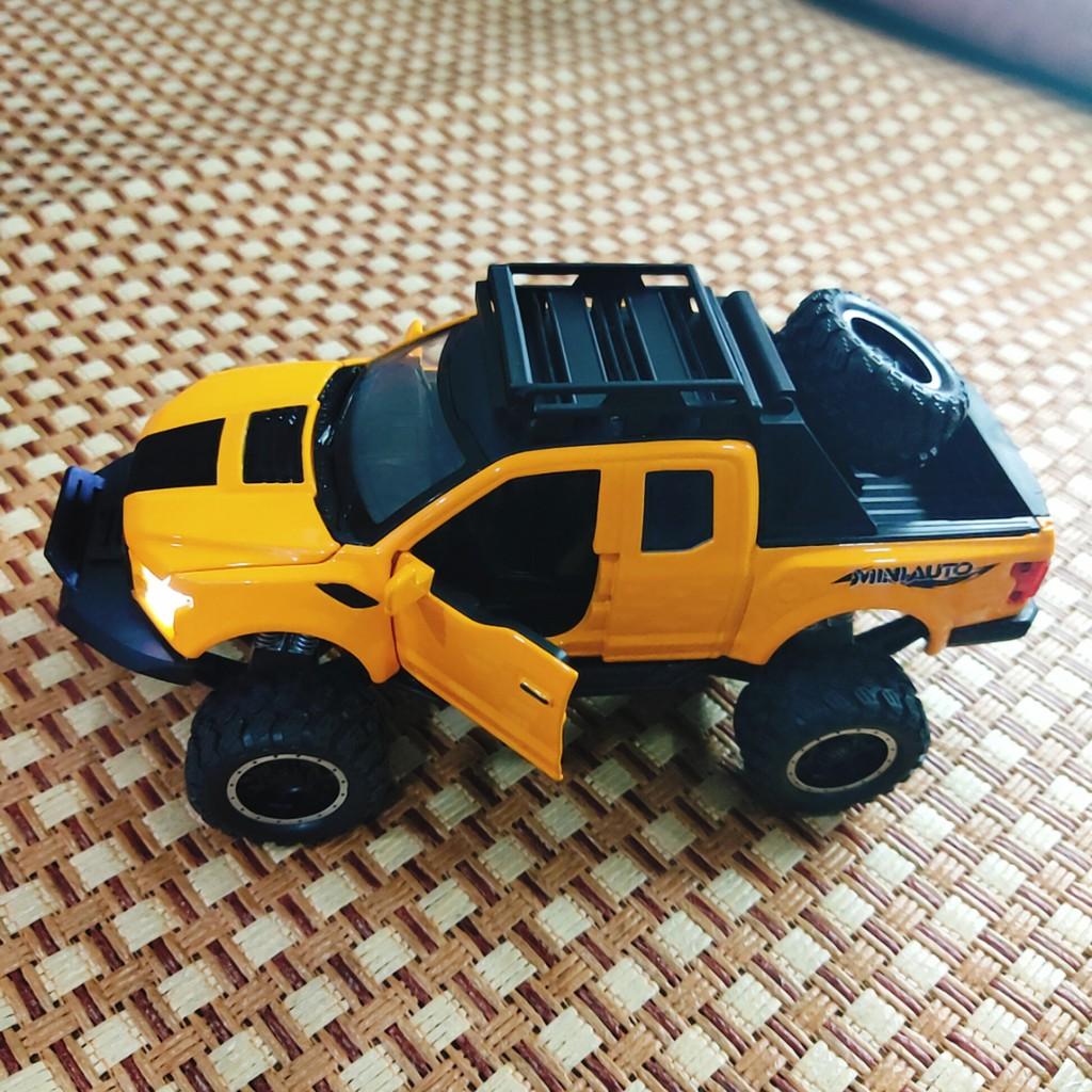Đồ chơi Mô hình xe Minivan đúc kim loại có đèn, âm thanh tỉ lệ 1:32 dc151