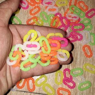 Sét 100 gam khoảng 250 chiếc mắc xích chữ C bằng nhựa nhiều màu để lắp ráp