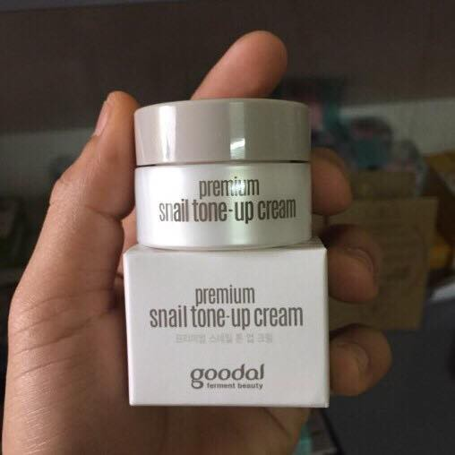 Kem ốc sên dưỡng trắng da Goodal Premium Snail Tone Up Cream - zise mini 10ml - 3338077 , 1228356713 , 322_1228356713 , 45000 , Kem-oc-sen-duong-trang-da-Goodal-Premium-Snail-Tone-Up-Cream-zise-mini-10ml-322_1228356713 , shopee.vn , Kem ốc sên dưỡng trắng da Goodal Premium Snail Tone Up Cream - zise mini 10ml