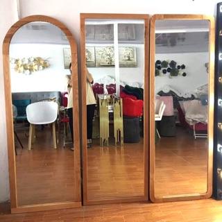 Gương nịnh đứng/ gương soi toàn thân gỗ sồi thịt ( hàng gương dễ vỡ khách vui lòng ib cho mình trước)