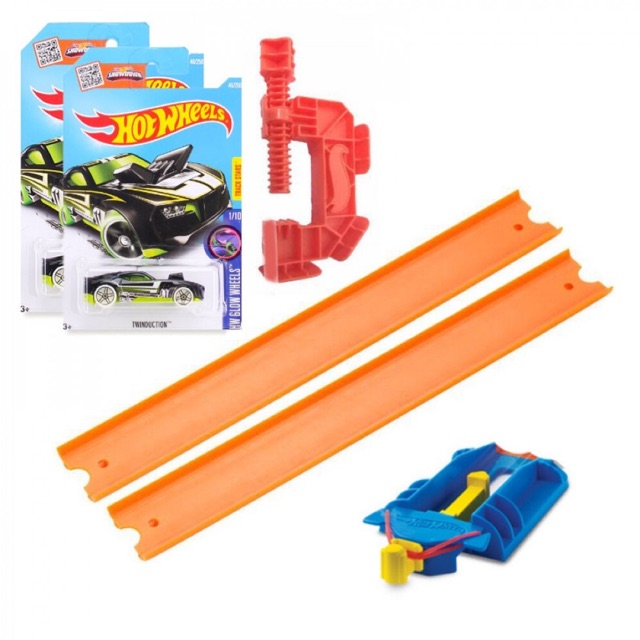 Combo 2 xe hotwheel + 2 đường đua + 2 bệ phóng