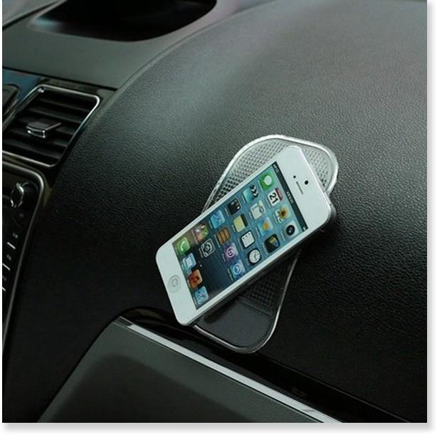 Giá đỡ điện thoại trên ô tô  1 ĐỔI 1  Miếng silicon hít điện thoại cho xe hơi  tiện lợi 4268