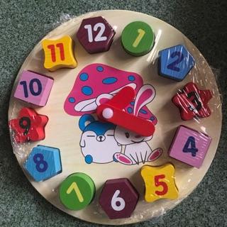 Đồng hồ số bằng gỗ cho bé