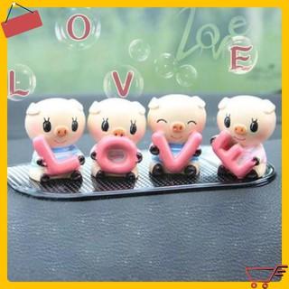GIÁ SỈ Bộ 4 Tượng Heo cầm hình chữ LOVE siêu đáng yêu, dùng để trang trí xe ô tô, góc học tập, bàn làm việc 3728