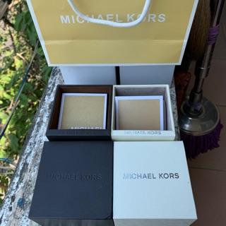 Hộp đồng hồ Michael Kors
